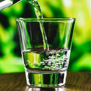 שתיית מים על קיבה ריקה